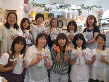 6月恒例 ブリちゃんのお店で3日間のドール教室♪2011年は生成りのオバケ天使です。.jpg