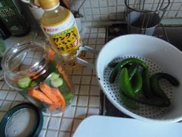 9 小さいキュウリとカンタンいろいろ使えますで甘酢漬け作りました♪.jpg