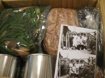 ツヤ姉が正月用に食材を送ってくれた~♪(昔の写真もなぜか入っていました).jpg