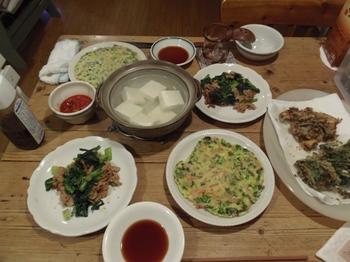 ハムとニラのチジミ 小松菜と豚肉のピリ辛炒め.jpg