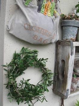 フローラさんがオリーブでリースを作っていたので私も真似をして(笑).jpg