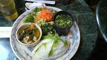 ランチはベトナム料理屋さんのランチプレート.jpg