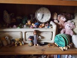 仕事部屋の棚の中小さな子たちのお家です♪.jpg