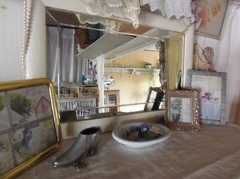 北側の此処には白い枠の鏡を玄関から持ってきて.jpg