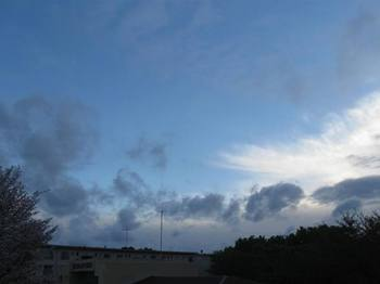 夕がた急ぎ足の雲の列  急行雲だ(笑).jpg