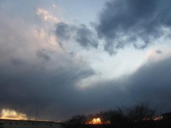 夕がた5時前 怖いような空に.jpg