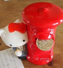 嬉しいな~キティーちゃんの貯金箱~♪赤いポストがいい感じ.jpg