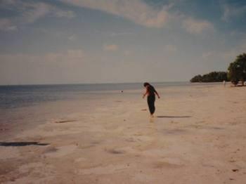 嬉しくて裸足で海へ…(笑)アメリカ2度目の旅にて・・。.jpg