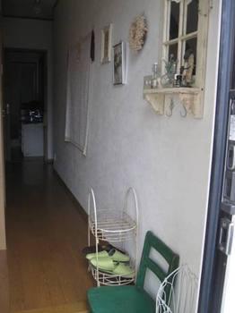 子供椅子がポイントの廊下.jpg