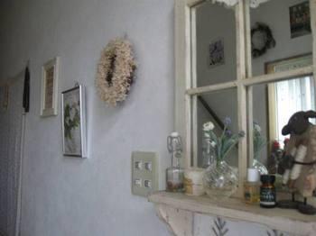 玄関を入ると 飾り棚が・・・。.jpg