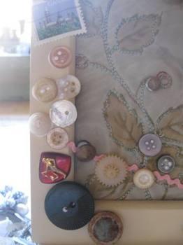 行く度に買ってきた古いボタンや色々が・・・。.jpg