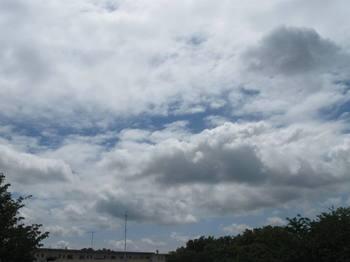 重い雲が割れて青空が顔を出した 良かった.jpg