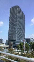 駅の東口 ノッポビル 上はマンション 下は商業ビル  様変わりの駅周辺です。.jpg
