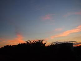 6時半 グランドに出たらこんなに綺麗な夕焼け空.jpg