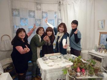 12月は青山の仲間展♪はじけました♪2011年は毛塚千代の個展になります♪.jpg