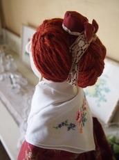 2.ドレスと共布の小さな帽子を  リボンが可愛い.jpg