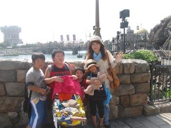 8月末猛暑の中恒例「孫たちと夏休みはディズニーで遊ぼう会」うだりました.jpg