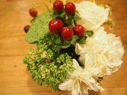 お客様から頂いたお花 まだ元気です.jpg