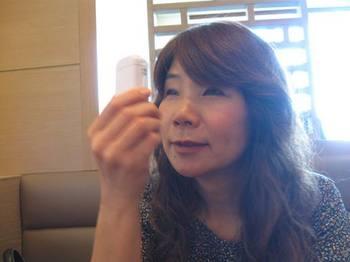 それは 美顔器でした~♪ 切り状の化粧水が降りかかります♪.jpg