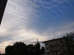 反対方向の空 全く違う雲が.jpg