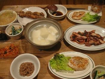 夕ご飯はメカジキの黒コショウソテーとイカのニンニク炒め.jpg