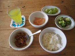 納豆ご飯でお昼です.jpg