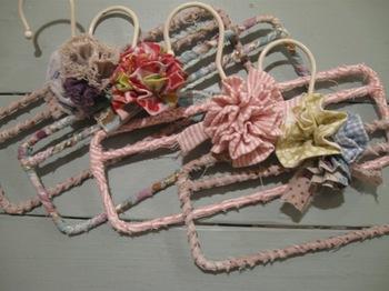 輪にしてくちゅくちゅ縫い縮めた花や.jpg