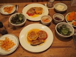 野菜の肉詰め焼き ソースが美味しかった♪.jpg