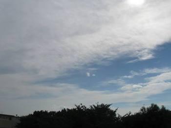 雲がこんなにあるのに暑くてたまりません.jpg