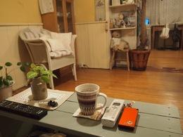 電話とコーヒーを用意して 待ってます.jpg