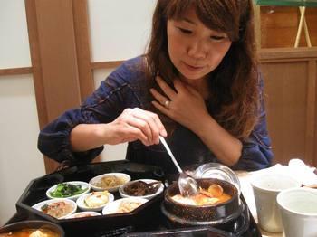 魚介とキノコや野菜豆腐に卵 絶妙なスープです.jpg